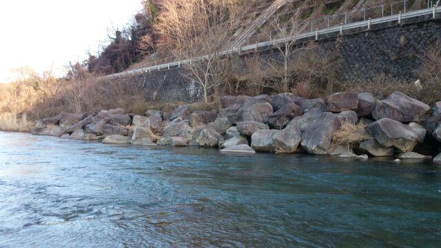 近所の川は不発
