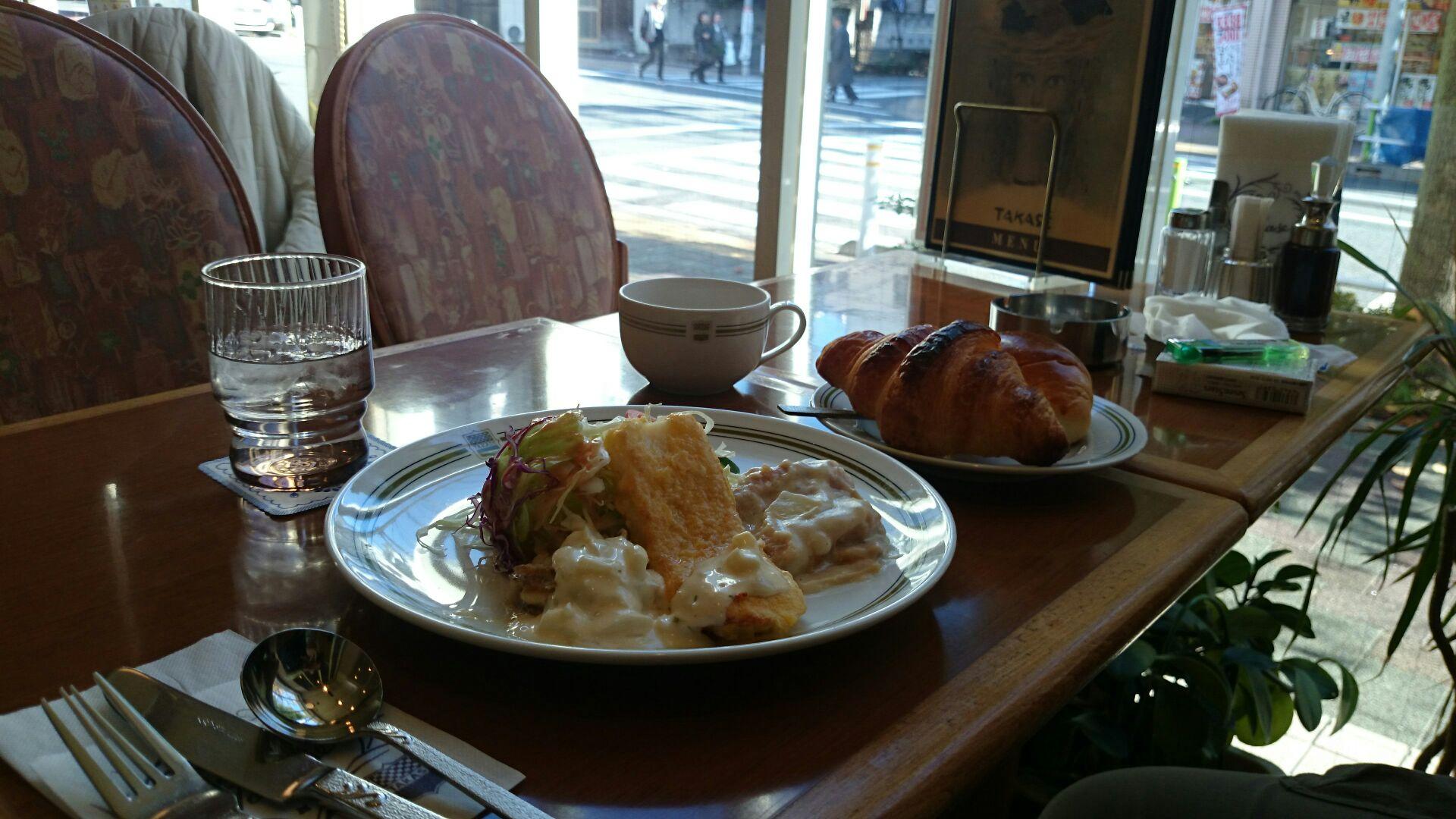 陽の当たるカフェにて
